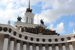 """De voorgevel van het paviljoen â """"– 1 ` Centrale ` in VDNKh Stock Afbeeldingen"""