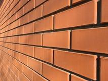 De voorgevel van metselwerkmuren van rode baksteen Stock Foto