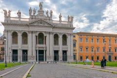 De voorgevel van St John Lateran basiliek Basilica Di San Giovann stock foto