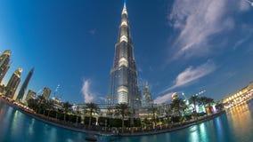De voorgeveldag van Burjkhalifa aan nacht timelapse fisheye stock video