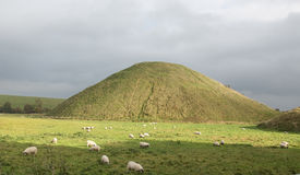 De voorhistorische heuvel van hoopsilbury Stock Afbeelding