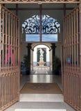 de vooringang van het stadhuis van Funchal in madera een historisch gebouw dat de 18de eeuw als priv? woonplaats wordt ingebouwd  royalty-vrije stock fotografie
