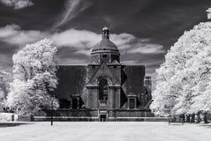 De Voorstad van de Hampsteadtuin, Londen het UK - Infrarood zwart-wit landschap Stock Afbeeldingen