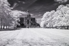 De Voorstad van de Hampsteadtuin, Londen het UK - Infrarood zwart-wit landschap Royalty-vrije Stock Afbeelding