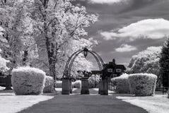 De Voorstad van de Hampsteadtuin, Londen het UK - Infrarood zwart-wit landschap Royalty-vrije Stock Afbeeldingen