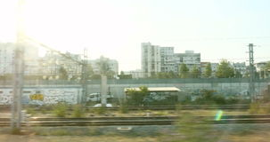 De voorstad van Parijs van trein wordt gezien die stock footage