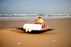De voorwerpen van het KUUROORD op het strand Stock Foto