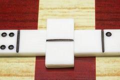 De voorwerpen voor raadsspelen dobbelen domino'sclose-up Stock Afbeeldingen