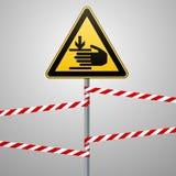 De voorzichtigheid, handen kan worden verwond De aandacht is gevaarlijk Waarschuwingsbordveiligheid Een gele driehoek met een zwa stock illustratie