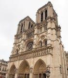 De Voorzijde van de Kathedraal van Notre Dame in Parijs Stock Afbeelding