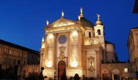 De voorzijde van de kerk bij schemer Royalty-vrije Stock Afbeelding