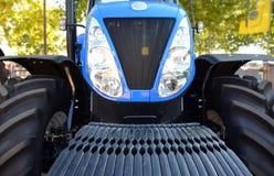 De voorzijde van de tractor Stock Afbeelding