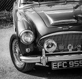 De voorzijde van een uitstekende Austin Healey-sportwagen stock foto