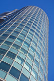 De voorzijde van het detail van een bureaugebouw Stock Afbeelding