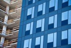 De voorzijde van het glas en bouwwerf Stock Afbeeldingen