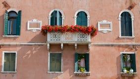De voorzijde van het huis in Venetië Stock Afbeeldingen