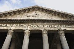De voorzijde van het pantheon in Rome, Italië. Stock Afbeelding