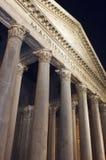 De voorzijde van het pantheon in Rome Italië stock afbeeldingen