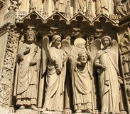 De voorzijde van Notre-Dame in Parijs stock foto