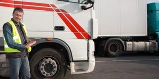 De voorzijde van de vrachtwagensbestuurder van cabine van grote moderne vrachtwagen stock afbeelding