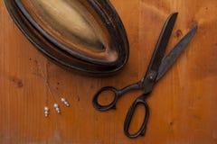 De vorm op hoeden met naalden en powl bewerkt sh de hoedenmaker van de hoedenmaker Royalty-vrije Stock Fotografie