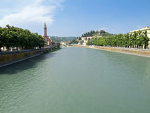 De vorm Ponte Nuovo del Popolo, Verona van het panorama Royalty-vrije Stock Afbeeldingen