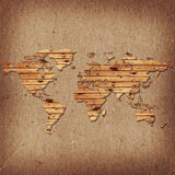 De vorm van de aardekaart van het houten bureau over oude kartonbackgrou royalty-vrije illustratie