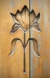 De vorm van de bloem op hout Royalty-vrije Stock Afbeeldingen