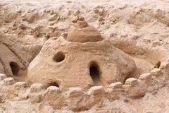 de vorm van het beeldhouwwerkkasteel die met strandzand wordt gemaakt Stock Foto