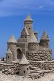 de vorm van het beeldhouwwerkkasteel die met strandzand wordt gemaakt Royalty-vrije Stock Foto