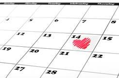 De vorm van het hart op de kalender van de valentijnskaartdag Stock Afbeeldingen