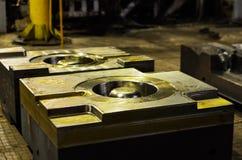 De vorm van de hoge precisiematrijs voor het gieten van automobielaluminiumdelen maakt met het staal van het ijzermetaal stock foto