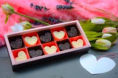 De vormsamenstelling van het chocoladehart Zoete gift van liefde voor St Valentijnskaartendag stock afbeelding