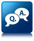 De vraag- en antwoord blauwe vierkante knoop van het bellenpictogram Royalty-vrije Stock Foto's