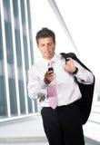 De vraag van de zakenman op mobiel Stock Foto