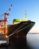 De vrachtschip van de containerlading Stock Afbeelding