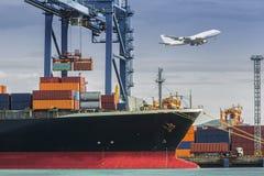 De vrachtschip van de containerlading Royalty-vrije Stock Afbeelding
