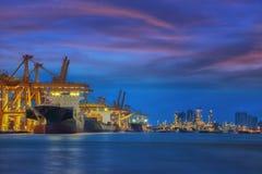 De vrachtschip van de containerlading Royalty-vrije Stock Foto's