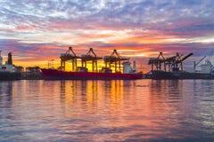 De vrachtschip van de containerlading in de ochtend, in Bangkok Thailand Royalty-vrije Stock Afbeelding
