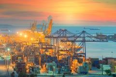 De vrachtschip van de Lading van de container met werkende kraan Royalty-vrije Stock Fotografie
