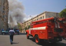 De vrachtwagen die van de brand aan brand meesleept royalty-vrije stock foto's