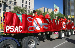 De Vrachtwagen en de Banners van de Unie PSAC Stock Foto's