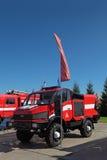 De vrachtwagen hoge oprichting van de brand Stock Foto's