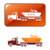 De vrachtwagen levert de boot. Vector pictogram stock illustratie