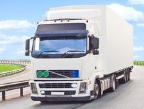 De vrachtwagen maakt een draai Royalty-vrije Stock Afbeeldingen