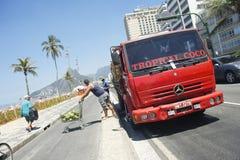 De Vrachtwagen Rio Brazil van de kokosnotenlevering Stock Foto