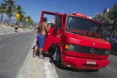 De Vrachtwagen Rio Brazil van de kokosnotenlevering Royalty-vrije Stock Foto's