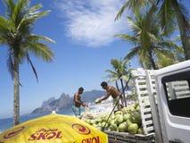 De Vrachtwagen Rio de Janeiro Brazil van de kokosnotenlevering Royalty-vrije Stock Afbeelding