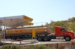 De vrachtwagen van de brandstof stock afbeelding