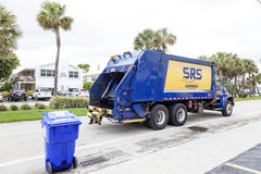 De vrachtwagen van de huisvuilinzameling in de Verenigde Staten Stock Foto's